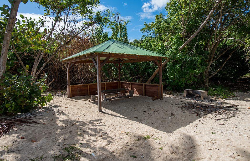 Aménagement de carbets écoconçus à l'Îlet Cochons
